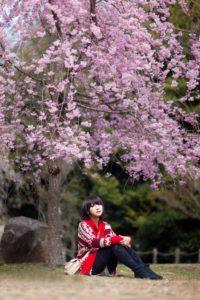 Созерцание цветущих деревьев сакуры в Японии
